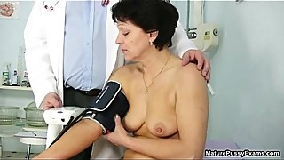 Horny mature mom loves getting a check