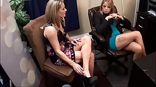 A girl from mommiesnow.com gave a footjob