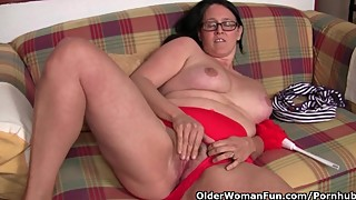 Chubby mature housewife with hairy pussy masturbates