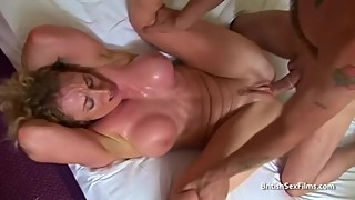 Toned housewife gets sweaty fucking