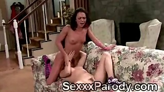 2 Desperate housewives fuck each other on the couch in parodyxx