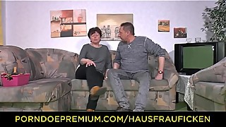 HAUSFRAU FICKEN - Chubby lady fucks like a pro