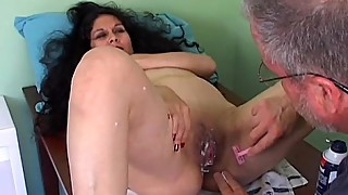 Spicy mature latina gets her pretty pussy shaved