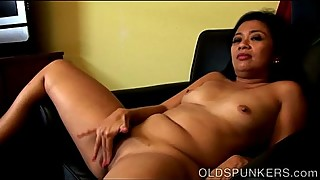 Horny Hawaiian MILF fucks her wet pussy for you