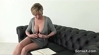 Cheating british milf lady sonia unveils her giant boobs