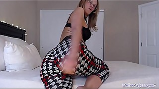 Mature Camgirl In Hot Yoga Pants