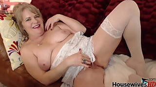 Old housewife Catherine with hairy wet pussy